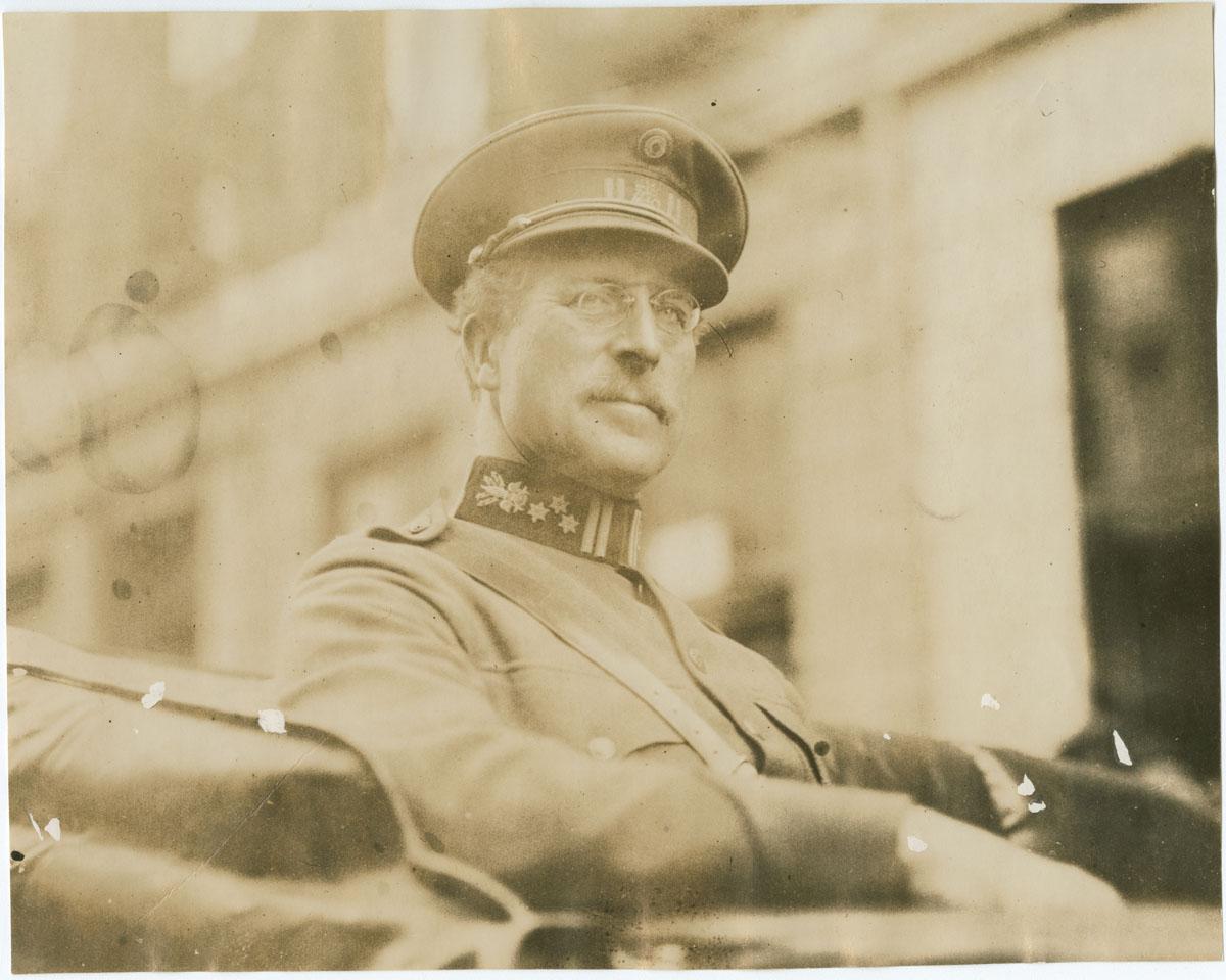 King Albert of Belgium arriving at the Belgian Relief Committee Headquarters (Philadelphia, 1919). Gelatin silver photograph.