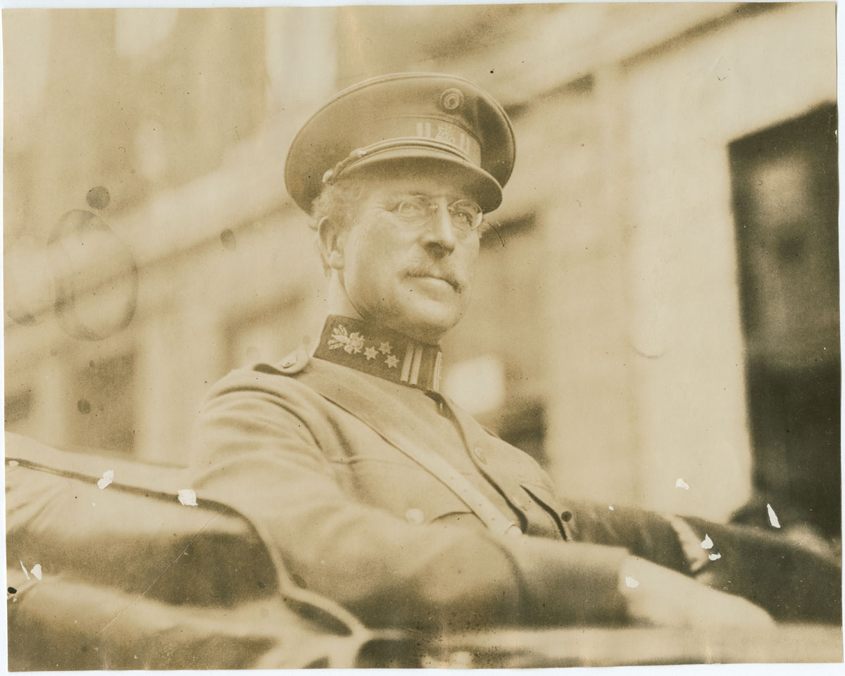 King Albert of Belgium arriving at the Belgian Relief Committee Headquarters (Philadelphia, 1919). Gelatin silver photograph.